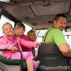 Traktorfahrt mit den Kindern