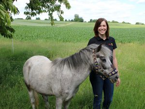 Katja, sie organisiert das Ponyreiten