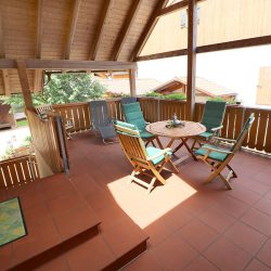 """überdachte Terrasse – Eingang zur Ferienwohnung """"Weizenlaube"""""""
